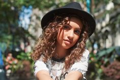 Alessia Cara Coup De Main Magazine (earlier this year) Alessia Cara Beautiful, Welcome To The Party, Female Singers, Celebrity Crush, Role Models, Celebs, Female Celebrities, Pop Culture, Beautiful Women