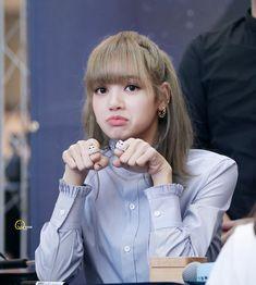 Your source of news on YG's biggest girl group, BLACKPINK! Please do not edit or remove the logo of. South Korean Girls, Korean Girl Groups, Divas, Blackpink Twitter, Lisa Blackpink Wallpaper, Blackpink Members, Jennie Blackpink, Pretty Asian, Blackpink Lisa