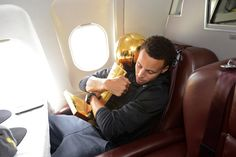 Stephen Curry of the Golden State Warriors holds the NBA trophy on the plane as the team travels home from Cleveland after winning the 2015 NBA Finals on June 2015 in Oakland, California. Stefan Curry, Ryan Curry, Wardell Stephen Curry, Curry Warriors, Kevin Durant Shoes, Stephen Curry Shoes, Golden State Warriors, Basketball, Splash Brothers