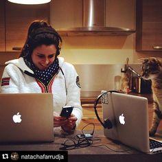 Passer d'un écran à un autre: les verres Eyezen facilitent l'accommodation des yeux et les protègent de la lumière bleue... Un verre qui travaille pour vous soulager !  @clindoeilopticiens #eyezen #auror #lunettes #ordinateur #opticiens #lumierebleue #love #cats #chat #strasbourg #froid #france #fnac #essilor #sennheiser #mix #macbook #momentum #kitchen #pub #game #geek #girl #glasses #work #sunday #computer #connect #fatigue