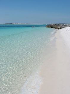 Clear water and white sand, Destin, Florida | At the jetties in Destin Pass