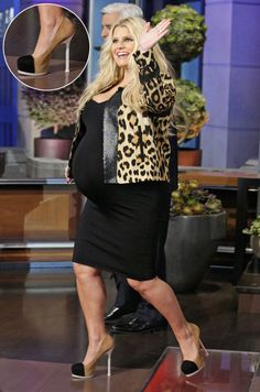 Love Jessica Simpson! Cant believe shes rocking 5 inch pumps that pregnant!