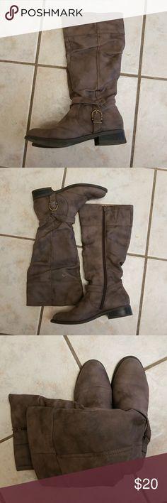 White Mountain Boots Comfortable, good condition.... White Mountain Shoes