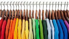 Está cansado da cor de alguma roupa? Saiba como dar uma renovada na peça, tingindo de forma prática e simples em casa.