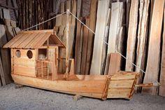 Spielschiff Forelle Holz in der Werkstatt Almhuette Naturholzbau