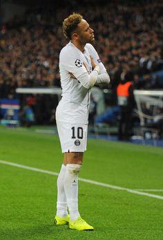 Neymar of Paris Saint-Germain celebrates after scoring his team's. Neymar Team, Neymar Football, Neymar Psg, Best Football Players, Soccer Players, Fc Barcelona Neymar, Barcelona Soccer, Neymar Jr Wallpapers, Soccer Girl Problems