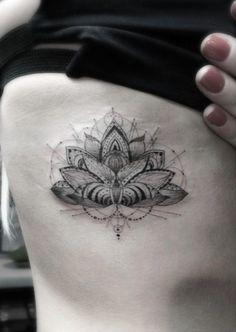 Tatuagem Flor de Lótus - Costela Geométrica
