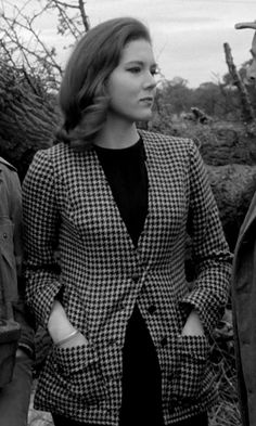 The Avengers : Fashion Guide to Series 4 : 6 Emma Peel, Diana Riggs, The Original Avengers, 1960s Tv Shows, Dame Diana Rigg, Avengers Girl, Strong Female Characters, Jackie Kennedy, Black And White Portraits