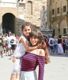 FLORENCIA, ITALIA! | Pasaporte Familiar por Gina Viri. Off Shoulder Blouse, Couple Photos, Couples, Tops, Women, Fashion, Florence Italy, Passport, Couple Shots