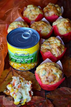 Briose aperitiv cu porumb, prosciutto si parmezan - CAIETUL CU RETETE Parmezan, Prosciutto, Muffin, Food And Drink, Pie, Meat, Recipes, Holiday, Sweets