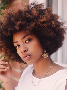 Trend-setting Hair Style Ideas for Black Women 7 Hair Color Trends that Will Be Huge In 2019 Health Hair Color Pink, Cool Hair Color, Pink Hair, Black Hair With Highlights, Dark Red Hair, Eyeliner, Classic Haircut, Creamy Blonde, Dyed Blonde Hair