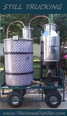 Love this rig! Home made, DIY, moonshine still Homemade Moonshine, How To Make Moonshine, Moonshine Still, Moonshine Recipe, Home Distilling, Distilling Alcohol, Homemade Alcohol, Homemade Liquor, Booze Drink