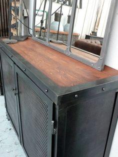 Meuble riveté 2 portes plateau bois  1400,- € - Metal & Woods