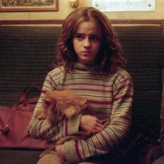 Emma watson as Hermione granger in ''Harry Potter And The Prisoner Of Azkaban'' Harry Potter Cosplay, Harry Potter Hermione, Harry Potter Characters, Harry Potter Fandom, Harry Potter Universal, Harry Potter World, Hermione Granger Costume, Severus Hermione, Albus Dumbledore