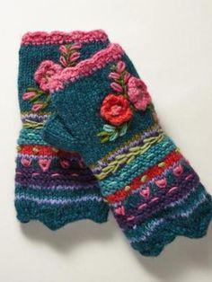 Fleece-Lined Floral Wool Handwarmers – armstulpen stricken The Mitten, Crochet Gloves, Knit Mittens, Knit Crochet, Wool Socks, Crochet Granny, Knitting Projects, Knitting Patterns, Crochet Patterns