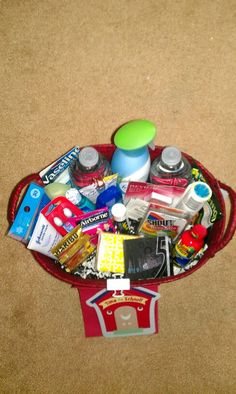 Teacher survival kit Survival Kit Gifts, Survival Kit For Teachers, Teacher Survival, Teacher Appreciation Gifts, Teacher Gifts, Craft Gifts, Diy Gifts, Teacher Christmas Gifts, Christmas Ideas