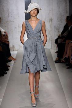 Emma Maclaren walking Donna Karan Spring '10 RTW #runway #fashion