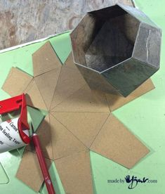 Concrete Geometric Polyhedron container with free patternMake this Concrete Geometric Polyhedron using the super simple free pattern that is cut from vinyl tile and poured with rapidset concrete.Arts And Crafts Ideas For Toddlers Key: 3457377043 Diy Concrete Planters, Concrete Crafts, Concrete Projects, Concrete Design, Cement Art, Papercrete, Concrete Furniture, Ideias Diy, Diy Home Crafts