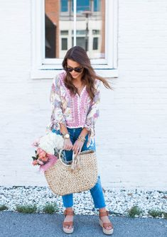 Casual Spring Style / Free People Blouse via Glitter & Gingham Spring Outfits Women Casual, Spring Fashion Casual, Espadrilles Outfit, Spring Blouses, Casual Chic Summer, Hello Monday, Spring Style, Gingham, Free People