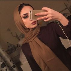 I've been posting a lot of mirror pictures recently 🙄 Hijab Outfit, Hijab Turban Style, Girl Hijab, Arab Fashion, Muslim Fashion, Modest Fashion, Hijab Makeup, Hijab Mode Inspiration, Hijab Style Tutorial