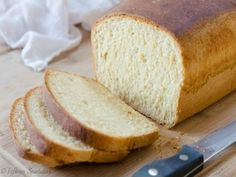 Easy Homemade Sandwich Bread Recipe {made from scratch} . RECIPE: It's so easy to make your own sandwich bread at home, and that way you know there are no . Bread Snacks Recipe, Homemade Sandwich Bread, Sandwich Bread Recipes, Sandwich Loaf, Snack Recipes, Healthy Recipes, Flourless Bread, Brown Butter, Honey Butter