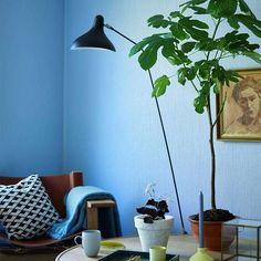 Fargen er frisk og klar og er deilig å ha på soverommet. Vespa, Living Room, Interior, Inspiration, Home Decor, Lily, Wasp, Biblical Inspiration, Hornet