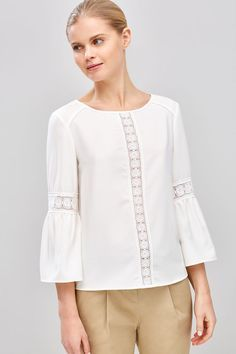 Blouses for women – Lady Dress Designs Blouse Styles, Blouse Designs, Bluse Outfit, Hijab Fashion, Fashion Outfits, Blouse Models, Summer Work Outfits, Mode Hijab, Blouse Dress