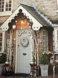 Twelve Christmas Front Doors over on Modern Country Style! Click through for details. Front Door Christmas Decorations, Christmas Front Doors, Front Door Decor, Country Front Door, Cottage Style Front Doors, Christmas Garden, Christmas Home, Cottage Christmas, Outdoor Christmas