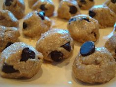 Raw Vegan Chocolate Chip Cookie Dough Balls