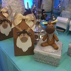 May Birthday, Frozen Party, Frozen 2, Favor Boxes, Gingerbread Cookies, Elsa, Favors, Cake, Food