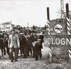 Bologna, 21 April A group of Italians who took refuge in the mountains are returning to the city. Italian Life, Bologna Italy, Bolognese, Nostalgia, History, Ww2, Bella, Group, Pictures