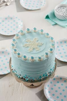 If you or a loved one are celebrating a January birthday, these winter cakes and desserts are sure to pack on the birthday fun. Snowflake Christmas Cookies, Christmas Cake Designs, Snowflake Cake, Christmas Cake Pops, Aqua Christmas, Christmas Desserts, Christmas Baking, Christmas Goodies, Snowman Cake