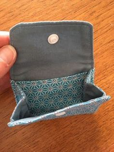 Bellows purse Tutorial Burda creative pattern n 5 Burda Patterns, Diy Wallet, Diy Bags Purses, Purse Tutorial, Couture Sewing, Burda Couture, Clutch, Chef, Wallets For Women