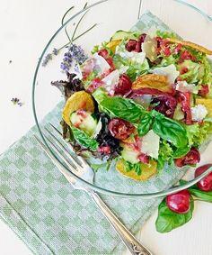 Sommer-Salat-Variation mit einem Kirschen-Dressing
