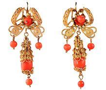 My sister HAS these earrings!!