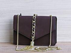 af95ee9b2 A Bolsa Feminina Golden Fênix é excelente para as mulheres que adoram  esbanjar estilo e elegância. Bolsa confeccionada em Couro Sintético.