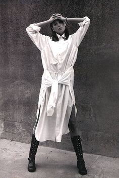 """US Harper's Bazaar August 1993 """"A White Shirt"""" Model: Christy Turlington Photographer: David Sims Stylist: Unknown Hair: Guido Palau Makeup: Dick Page Christy Turlington, Vintage Vogue, Vintage Fashion, 90s Fashion, Fashion Trends, Images Instagram, Skirt Mini, Fashion Gone Rouge, David Sims"""