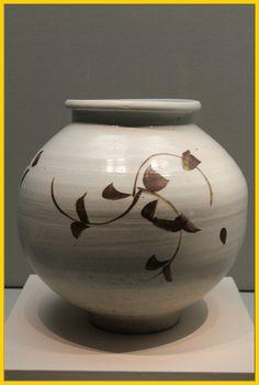 zz_bluenoteWhite jar / Grass design in underglaze iron-brown / Joseon Dynasty / National Museum of Korea / Seoul, Korea /  Photographed by BlueNote  #ceramics #ancient_art #archaeology #porcelain # Korean_culture #cultural_property #pottery #asian_porcelain #museum #Korea #white_porcelain #iron_brown