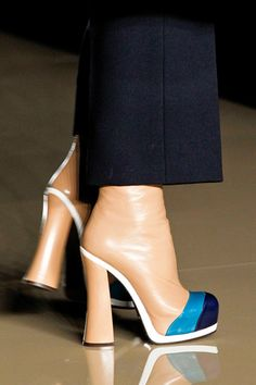 Amazing style to steal! Super high heel boots going into flowing business trousers. Lovely.