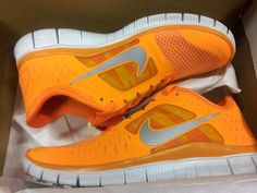p-astel-b-liss: Neon nikes take up so much of my blog