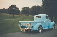 wedding, just married, old vintage truck