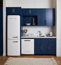 As cores de 2020 segundo a Pantone e a Sherwin Williams Smeg Kitchen, Kitchen Cabinets, Pantone, Cozy Nook, Perfect Match, Kitchen Design, New Homes, Room Decor, Blue