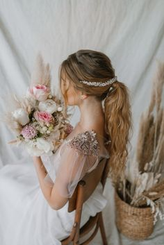 Bride with wedding dress and bouquet. Download it at freepik.com! #Freepik #photo #wedding #girl #bride #dress