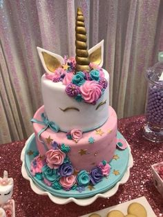 cake Unicorn betun - Unicorn Party - Birthday Party Ideas for Kids and Adults Unicorne Cake, Cupcake Cakes, Birthday Cakes Girls Kids, Birthday Parties, Birthday Party Decorations, Party Themes, Diy Unicorn Birthday Party, Cake Birthday, Birthday Kids