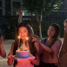 Kpop Girl Groups, Korean Girl Groups, Kpop Girls, Birthday Girl Pictures, Programa Musical, Bday Girl, How To Pose, Jennie Blackpink, K Idols