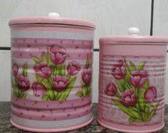 latas decoradas Diy Plastic Bottle, Diy Bottle, Bottle Crafts, Soda Can Crafts, Crafts To Sell, Diy And Crafts, Garrafa Diy, Deco Podge, Painted Tin Cans