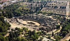 Santiponce, en Sevilla, es lo que en su día fue la ciudad romana de Itálica. El Teatro Romano de Itálica junto con otros enclaves romanos que no te puedes perder son el Anfiteatro, las Termas, el Templo dedicado a Trajano y las Murallas. Por otra parte, el Monasterio de San Isidoro del Campo es una edificación llena de historia que esconde tesoros artísticos del Gótico, el Mudéjar y Barroco.
