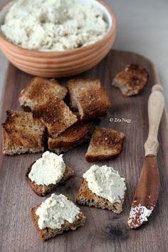 Veganer Frischkäse selbst gemacht So einfach wird veganer Frischkäse selbst gemacht! Als Basis dienen Mandelmilch und fein gemahlene Ca...