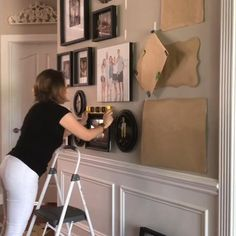 Tips for hanging a photo gallery wall and getting it right the first time! Photo canvases and framed photos. Step-by-step instructions. Gallery Wall Layout, Gallery Wall Frames, Frames On Wall, Photo Wall Layout, Photo Wall Design, Gallery Wall Bedroom, Wall Collage, Photo Wall Decor, Family Wall Decor