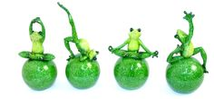 Just love these acrobatic frogs! Resin frogs can stay indoors or outdoors all year round.  A perfect garden ornament with a difference!